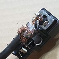 F型コネクタの間違った配線