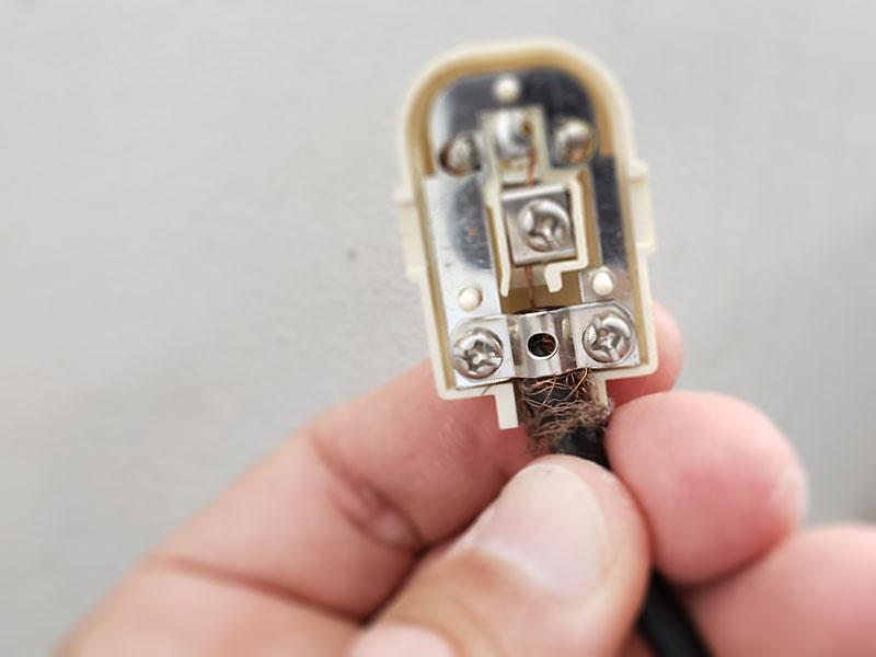 アンテナケーブルコネクターの接続不良