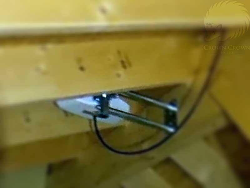 屋根裏の最頂部に取り付けた小型地デジデザインアンテナ